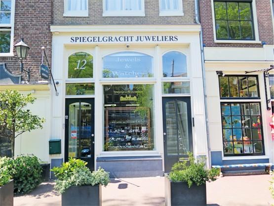Over Spiegelgracht Juweliers